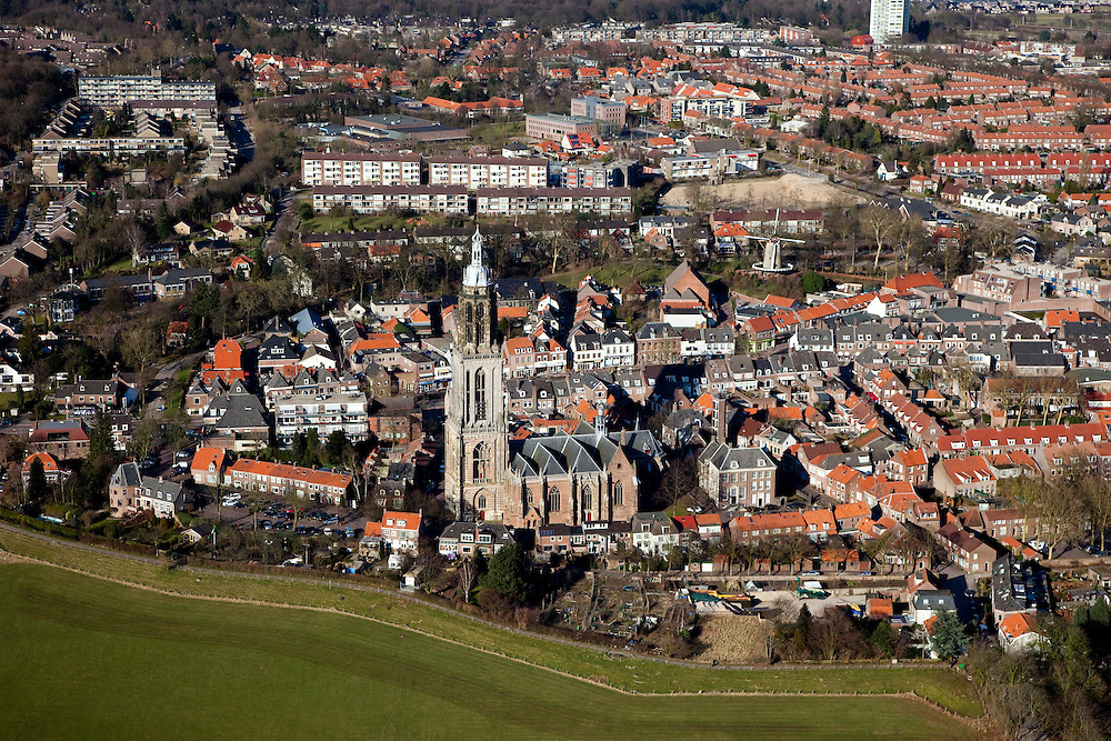 Nederland, Utrecht, Rhenen, 07-03-2010; stadsgezicht met Cunerakerk en Cuneratoren..Cityscape Cunera Church and Tower..luchtfoto (toeslag), aerial photo (additional fee required).foto/photo Siebe Swart