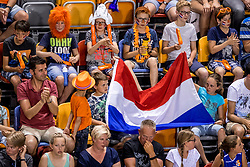 27-05-2017 NED: 2018 FIVB Volleyball World Championship qualification day 4, Apeldoorn<br /> Oostenrijk - Nederland / Support publiek Oranje
