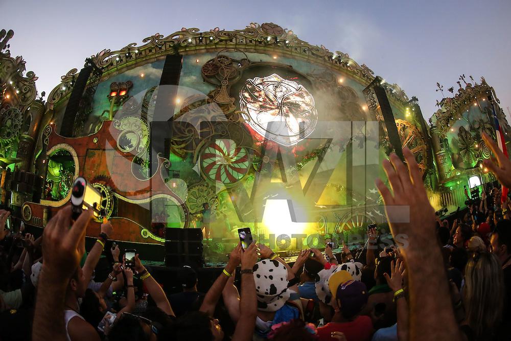 ITU, SP, 21.04.2016 - TOMORROWLAND-BRASIL - Movimentação de público durante o segundo dia de Tomorrowland Brasil no Parque Maeda em Itu interior do Estado nesta quinta-feira, 21. O evento acontece até dia 23 de abril.(Foto: Vanessa Carvalho/Brazil Photo Press)