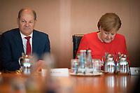 DEU, Deutschland, Germany, Berlin, 30.05.2018: Bundesfinanzminister Olaf Scholz (SPD) und Bundeskanzlerin Dr. Angela Merkel (CDU) vor Beginn der 11. Kabinettsitzung im Bundeskanzleramt.