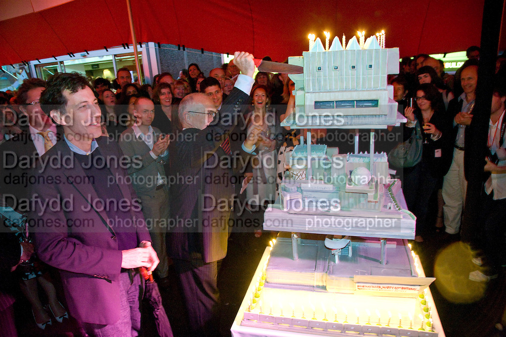 RALPH RUGOFF; MICHAEL LYNCH;  The Hayward Gallery 40th birthday Gala. hayward Gallery. South Bank. 9 July 2008 *** Local Caption *** -DO NOT ARCHIVE-© Copyright Photograph by Dafydd Jones. 248 Clapham Rd. London SW9 0PZ. Tel 0207 820 0771. www.dafjones.com.