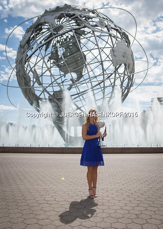 ANGELIQUE KERBER (GER) mit dem WTA Nr.1 Pokal vor der Unisphere<br /> <br /> Tennis - US Open 2016 - Grand Slam ITF / ATP / WTA -  USTA Billie Jean King National Tennis Center - New York - New York - USA  - 11 September 2016.