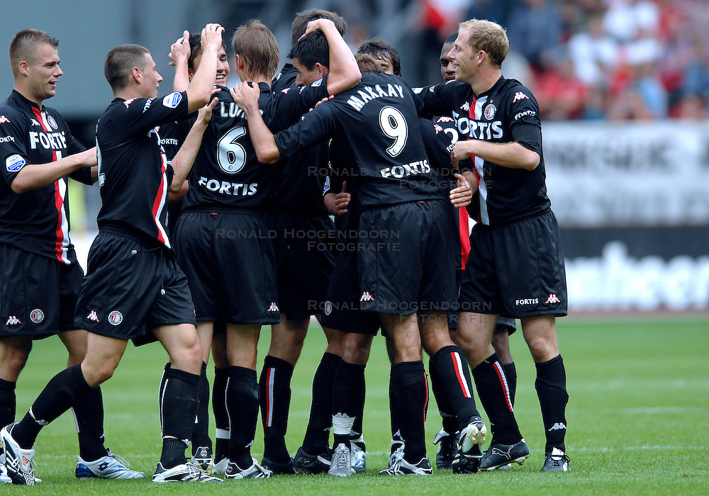 19-08-2007 VOETBAL: UTRECHT - FEYENOORD: UTRECHT<br /> Feyenoord wint met 3-0 in de Galgenwaard / Roy Makaay, Giovanni van Bronckhorst, Tim de Cler, Theo Lucius en Danny Buijs<br /> &copy;2007-WWW.FOTOHOOGENDOORN.NL