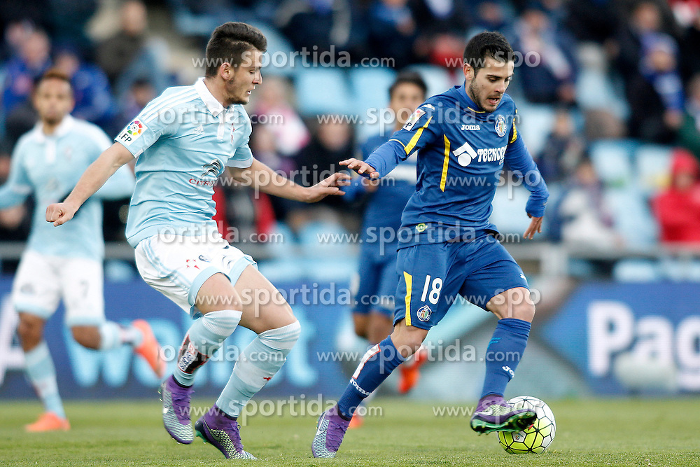 27.02.2016, Estadio Balaidos, Vigo, ESP, Primera Division, Getafe CF vs RC Celta, 26. Runde, im Bild Getafe's Victor Rodriguez (r) and Celta de Vigo's Nemanja Radoja // during the Spanish Primera Division 26th round match between Getafe CF and RC Celta at the Estadio Balaidos in Vigo, Spain on 2016/02/27. EXPA Pictures &copy; 2016, PhotoCredit: EXPA/ Alterphotos/ Acero<br /> <br /> *****ATTENTION - OUT of ESP, SUI*****