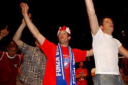 02-06-2003 NED: Huldiging bekerwinnaar FC Utrecht, Utrecht<br /> De spelers en de technische staf kregen een rondrit door de stad in een open Engelse dubbeldekker. Om 20.30 uur keert de stoet terug in Galgenwaard en zal in het stadion de officiële huldiging plaatsvinden / Rene Ponk, Jean Paul de Jong