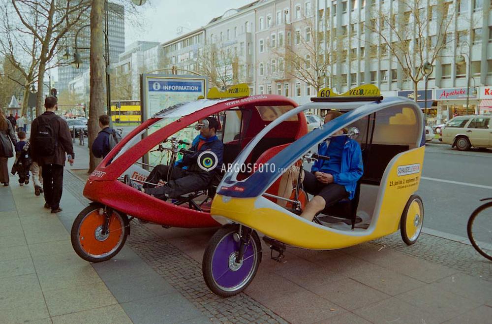 Riquexa (Velotaxi) na cidade Berlim, Alemanha / A cycle rickshaw (Velotaxi) in Berlin, Germany