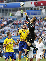 (L-R) Mikael Lustig of Sweden, Pontus Jansson of Sweden, goalkeeper Hyeonwoo Jo of Korea Republic, Wooyoung Jung of Korea Republic, Yong Lee of Korea Republic during the 2018 FIFA World Cup Russia group F match between Sweden and Korea Republic at the Novgorod stadium on June 18, 2018 in Nizhny Novgorod, Russia