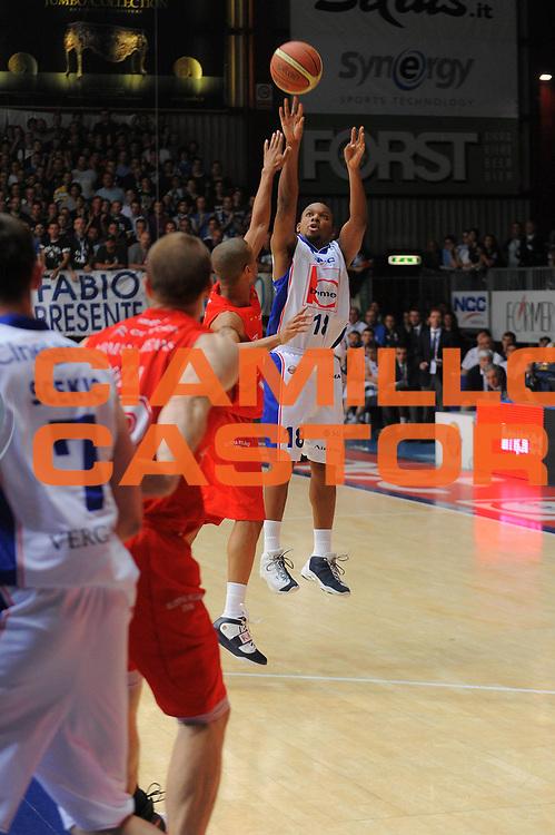 DESCRIZIONE : Cantu Lega A 2010-11Semifinale Play off Gara 1 Bennet Cantu Armani Jeans Milano<br /> GIOCATORE : Jonathan Tabu<br /> SQUADRA : Bennet Cantu<br /> EVENTO : Campionato Lega A 2010-2011<br /> GARA : Bennet Cantu Armani Jeans Milano<br /> DATA : 30/05/2011<br /> CATEGORIA : Tiro<br /> SPORT : Pallacanestro<br /> AUTORE : Agenzia Ciamillo-Castoria/A.Dealberto<br /> Galleria : Lega Basket A 2010-2011<br /> Fotonotizia : Cantu Lega A 2010-11 Semifinale Play off Gara 1 Bennet Cantu Armani Jeans Milano<br /> Predefinita :