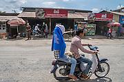 SL Garment in Phnom Penh waar kleren voor onder andere Levi Strauss worden gemaakt en gewassen.