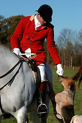 UK ENGLAND SURREY TILFORD 13NOV04 - Huntsman and Whip Ian Shakespeare, sitting on horseback strokes a hound as he prepares for a foxhunt near the village of Tilford in southern Surrey. Foxhunting in rural Surrey with the Surrey Hunters Union, founded in 1798. ........jre/Photo by Jiri Rezac ....© Jiri Rezac 2004....Contact: +44 (0) 7050 110 417..Mobile:  +44 (0) 7801 337 683..Office:  +44 (0) 20 8968 9635....Email:   jiri@jirirezac.com..Web:    www.jirirezac.com....© All images Jiri Rezac 2004 - All rights reserved.