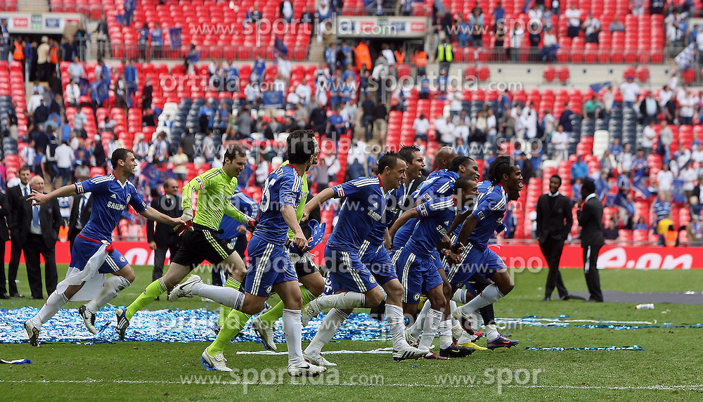 15.05.2010, Wembley Stadium, London, ENG, FA Cup Finale, Chelsea FC vs Portsmouth FC, im Bild Chelsea celebration for winning FA Cup. EXPA Pictures © 2010, PhotoCredit: EXPA/ IPS/ Marcello Pozzetti / SPORTIDA PHOTO AGENCY
