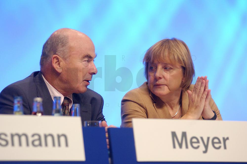 11 NOV 2002, HANNOVER/GERMANY:<br /> Joerg Schoenbohm (L), CDU, Landesvorsitzender Brandenburg, und Angela Merkel (R), CDU Bundesvorsitzende, im Gespraech, CDU Bundesparteitag, Hannover Messe<br /> IMAGE: 20021111-01-106<br /> KEYWORDS: Parteitag, party congress, J&ouml;rg Sch&ouml;nbohm, Gespr&auml;ch