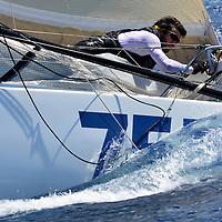 /// SUNLIGHT ISLANDS' CUP ///<br /> Apr&egrave;s son podium sur la 222 Mini Solo en mer de Ligure en mai dernier, et apr&egrave;s avoir boucl&eacute; d&eacute;but juillet son parcours de qualification de 1000 miles en solitaire pour la Mini Transat, Melchior Treillet est de retour pour de nouvelles aventures. En l&rsquo;occurrence, et alors qu&rsquo;il peaufine la pr&eacute;paration de son Boul&egrave;gue 755 pour la Mini Transat 2017, le jeune soci&eacute;taire de La Nautique a hiss&eacute; les voiles ce 13 juillet pour un entrainement entre les &icirc;les du Frioul et le phare du Planier : par 30 n&oelig;uds de mistral, et avec deux ris pris sur la grand-voile, Melchior a tir&eacute; de longs bords au pr&egrave;s et au portant, envoy&eacute; le spi jusqu&rsquo;&agrave; sortir la quille de l&rsquo;eau, et surf&eacute; sur les cr&ecirc;tes blanchies d&rsquo;&eacute;cume. <br /> Ce run du 13 juillet pr&eacute;pare un autre feu d&rsquo;artifice, puisque Melchior s&rsquo;alignera avant la fin du mois sur le parcours de la Sunlight Islands&rsquo; Cup, dont il ouvrira &agrave; cette occasion le record pour la classe des mini 6.50. A coup s&ucirc;r d&rsquo;autres belles images &agrave; venir...<br /> Pilote yannick long<br /> texte Gilles Sagot // Antoine Beysens