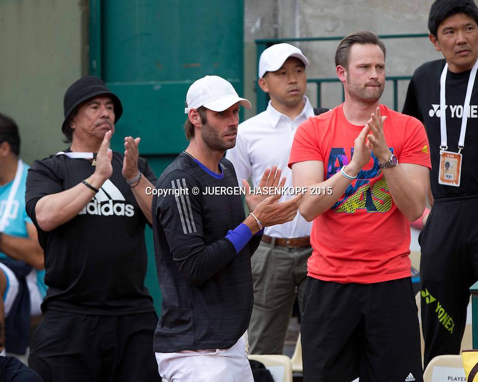 Team Angelique Kerber, L-R. in Schwarz Agassi Fitness Trainer Gil Reyes,Trainer Torben Beltz und Physio Tim H&ouml;per applaudieren,<br /> <br /> Tennis - French Open 2015 - Grand Slam ITF / ATP / WTA -  Roland Garros - Paris -  - France  - 25 May 2015.