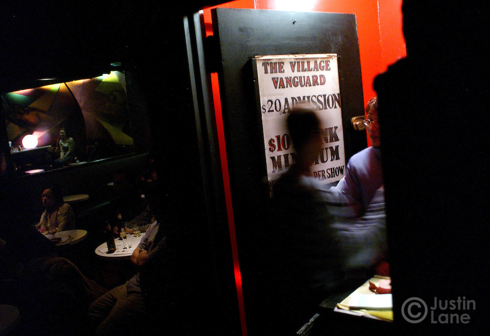 Patrons are seen at the door of the Village Vanguard during a performance by the Buster Williams quartet 10 February 2005 in New York.<br /> JUSTIN LANE FOR THE DETROIT FREE PRESS