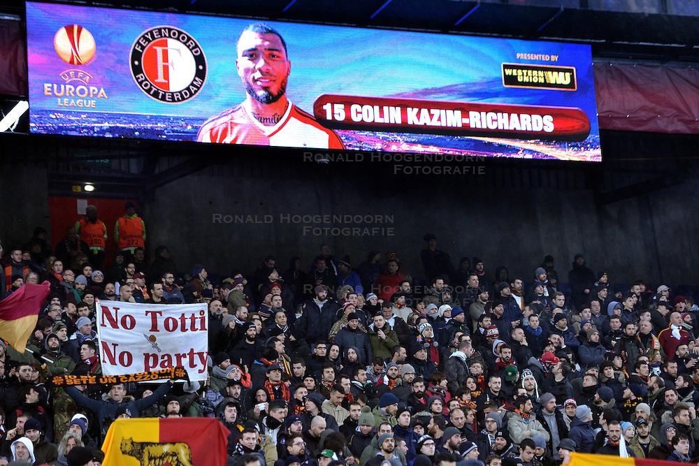 26-02-2015 NED: Europa League Feyenoord - AS Roma, Rotterdam<br /> Feyenoord is er niet in geslaagd de achtste finales van de Europa League te bereiken. De club verloor voor eigen publiek van AS Roma: 1-2 / support Roma, Colin Kazım Richards #15