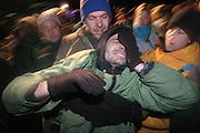 Bei einer Strassenblockade in Grippel gegen den CAstortransport hat ein Atomkraftgegner von der Polizei Pfefferspray in die Augen bekommen...A protester against a castor transport to Gorleben after got pepperspray into his eyes.