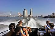 Nederland, Rotterdam, 2-10-2011Zicht vanuit een watertaxi op de Kop van Zuid met Hotel New York en Montevideo. Nieuwe architectuur in Rotterdam.Stadsgezicht, wolkenkrabber. ErasmusbrugFoto: Flip Franssen/Hollandse Hoogte