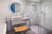 Le Meridien OakBrook Executive Suite Bath.