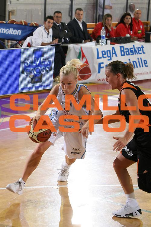 DESCRIZIONE : Roma Lega A1 Femminile 2008-09 Prima giornata Campionato G.M.A. Phonica Pozzuoli Famila Wuber Schio<br /> GIOCATORE : Johanna Frida Aili<br /> SQUADRA : G.M.A. Phonica Pozzuoli<br /> EVENTO : Campionato Lega A1 Femminile 2008-2009 <br /> GARA : G.M.A. Phonica Pozzuoli Famila Wuber Schio<br /> DATA : 11/10/2008 <br /> CATEGORIA : palleggio penetrazione<br /> SPORT : Pallacanestro <br /> AUTORE : Agenzia Ciamillo-Castoria/E.Castoria<br /> Galleria : Lega Basket Femminile 2008-2009 <br /> Fotonotizia : Roma Lega A1 Femminile 2008-09 Prima giornata Campionato G.M.A. Phonica Pozzuoli Famila Wuber Schio<br /> Predefinita :