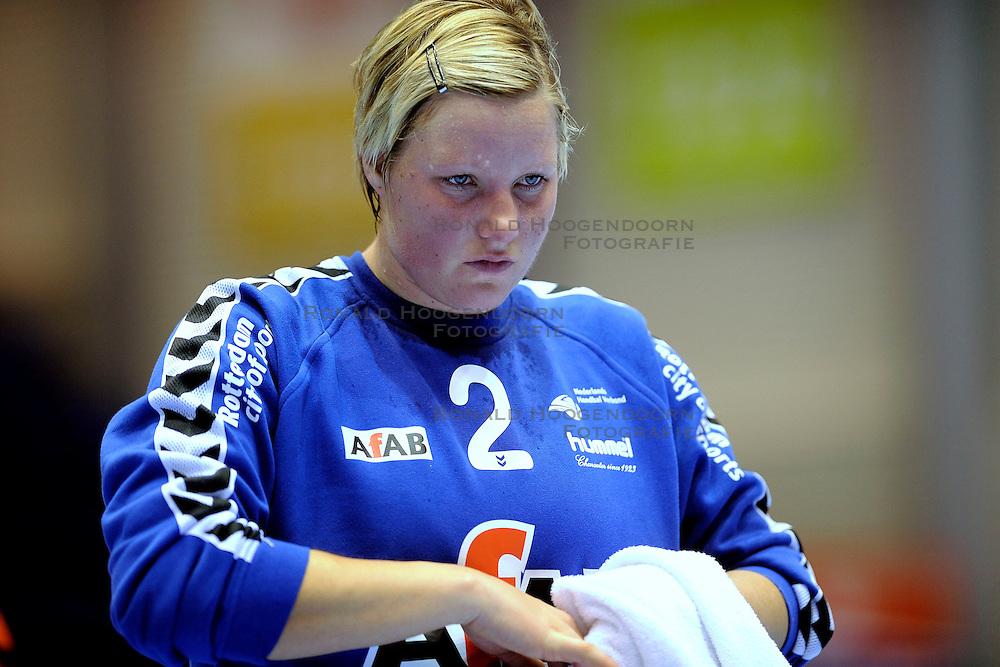18-10-2009 HANDBAL: NEDERLAND - MACEDONIE: ROTTERDAM<br /> Nederland speelt met 20-20 gelijk tegen Macedonie / Inge Roelofs<br /> &copy;2009-WWW.FOTOHOOGENDOORN.NL