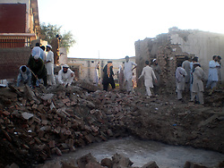 59614222 .Men work at the blast site in northwest Pakistan s Bannu, May 8, 2013. At least two were killed and 27 others injured when a suicide car bomb hit a police station in Pakistan s northwest Bannu district on Wednesday morning, reported local media, May 8, 2013. Photo by:  imago / i-Images.UK ONLY