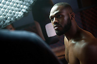 S&atilde;o Paulo/SP - 26/05/2014. O campe&atilde;o do UFC Jon Jones participa da filmagem da propaganda do canal Combate, para a Globosat, em uma academia em S&atilde;o Paulo, Brasil. Foto: Daniel De&aacute;k.<br />