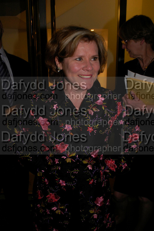 Imelda Staunton. Centenal Rada in aid of the Rada  Student Hardship fund.  RADA Theatre. 17 April 2005. ONE TIME USE ONLY - DO NOT ARCHIVE  © Copyright Photograph by Dafydd Jones 66 Stockwell Park Rd. London SW9 0DA Tel 020 7733 0108 www.dafjones.com