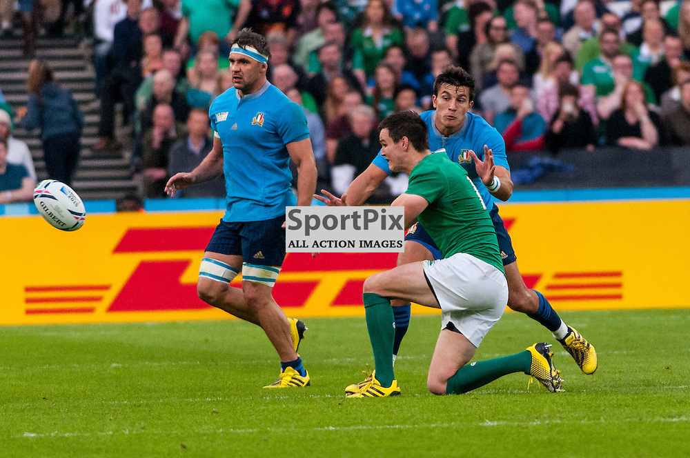 Johnny Sexton of Ireland passes the ball along the line. Action from the Ireland v Italy pool game at the 2015 Rugby World Cup at Queen Elizabeth Stadium in London, 4 October 2015. (c) Paul J Roberts / Sportpix.org.uk