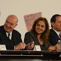 Toluca, México.- Ana Lilia Herrera, Senadora y presidenta del Grupo Mexicano de Parlamentarios para el Hábitat y Eruvil Avila, Gobernador del Estado de México, durante la inauguracion del X Foro Nacional de Parlamentarios para el Hábitat. Agencia MVT / Arturo Hernández.