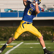 11/12/11 Newark DE: Delaware Wide receiver Mark Schenauer #6 attempts to catch the pass during warm ups prior to a Week 10 NCAA football game against Richmond.<br /> <br /> Special to The News Journal/SAQUAN STIMPSON