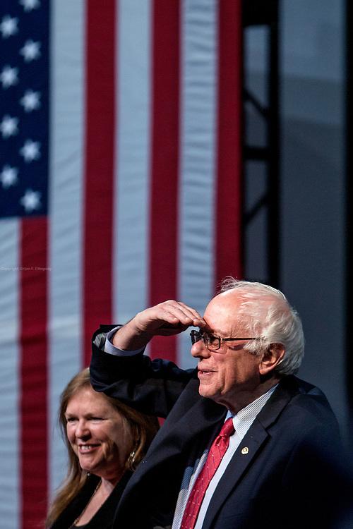 Den demokratiske presidentkandidaten Bernie Sanders holder kampanjemøte i Henderson utenfor Las Vegas foran lørdagens nominasjonsmøte.