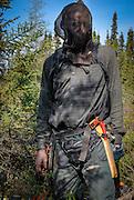 L'industrie forestière est en crise? Quelque 200 immigrants africains ont pourtant trouvé du boulot comme « débroussailleurs » dans les forêts du Saguenay. Camille Kangahe du Rwanda : « Personne ne vient ici pour le plaisir. C'est l'enfer... Mais l'enfer, c'est payant! »