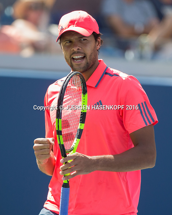 JO-WILFRIED TSONGA (FRA) macht die Faust und jubelt,Jubel,Emotion,<br /> <br /> <br /> Tennis - US Open 2016 - Grand Slam ITF / ATP / WTA -  USTA Billie Jean King National Tennis Center - New York - New York - USA  - 2 September 2016.