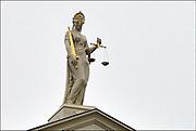 Nederland, Zutphen, 3-12-2014Beeld van vrouwe justitia op het gebouw van de rechtbank.Foto: Flip Franssen/Hollandse Hoogte