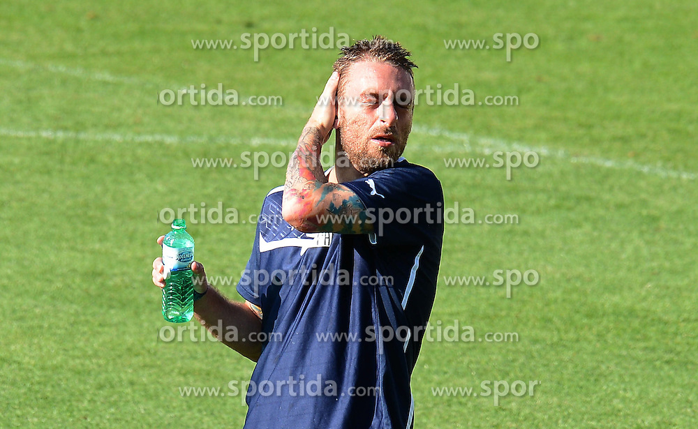 16.06.2012, Jozef Pilsudski Stadion, Krakau, POL, UEFA EURO 2012, Italien, Training, im Bild Daniele DE ROSSI (Italia) // during EURO 2012 Trainingssession of Italian Nationalteam, at the Jozef Pilsudski Stadium, Krakau, Poland on 2012/06/16,. EXPA Pictures © 2012, PhotoCredit: EXPA/ Insidefoto/ Alessandro Sabattini..***** ATTENTION - for AUT, SLO, CRO, SRB, SUI and SWE only *****