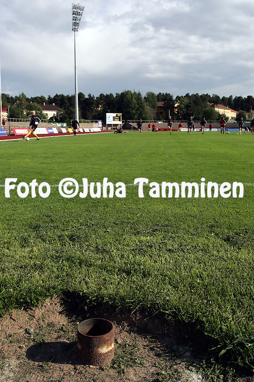 05.07.2004, Pori, Finland..Veikkausliiga 2004 / Finnish League 2004.FC Jazz v AC Allianssi.Moukarih?kin kehikkopylv??n rauta vaarallisen l?hell? kent?n p??ty? Porin stadionilla..©Juha Tamminen.....ARK:k