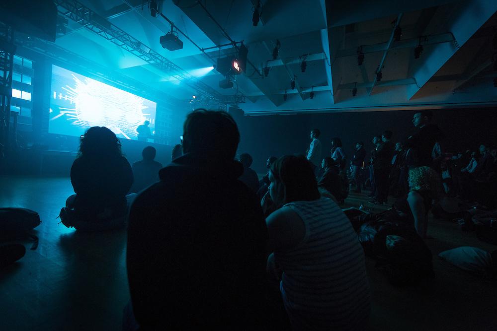 NOCTURNE 5 :: DEEP EASE <br /> Mus&eacute;e d'art contemporain - Salle principale<br /> dimanche 31 mai<br /> Une derni&egrave;re nuit de sons exub&eacute;rants alors que le dub est m&eacute;tiss&eacute; au jazz, &agrave; la house et &agrave; la techno par des artistes &agrave; la musicalit&eacute; et &agrave; l'habilet&eacute; technique redoutable, mixant les &eacute;chantillons et jouant avec les ambiances pour cr&eacute;er un continuum qui enflamme le corps, l'&acirc;me et, si vous le poss&eacute;dez encore en cette derni&egrave;re nuit du festival, l'esprit.
