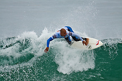 HUNTINGTON BEACH, California/USA (Sunday, August 8, 2010) - Nine-time ASP World Champion Kelly Slater rips a wave at US Open of Surfing Quarter Finals Heat3. Kelly defeated Granger Larsen.