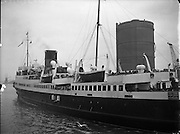 27/06/1958<br /> 06/27/1958<br /> 27 June 1958<br /> <br /> Ship Mona's Isle arriving at North Wall