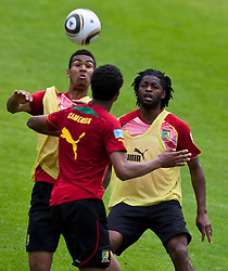 23.05.2010, AUT, FIFA Worldcup Vorbereitung, Training Kamerun im Bild Eric Choupo-Moting, Angriff, Nationalteam Kamerun (1. FC Nürnberg), Alexandre Song, Mittelfeld, Nationalteam Kamerun (FC Arsenal), EXPA Pictures © 2010, PhotoCredit: EXPA/ J. Feichter / SPORTIDA PHOTO AGENCY