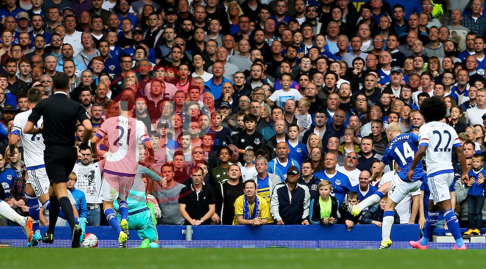 Everton's Steven Naismith scores his hat-trick goal for 3-1 - Mandatory byline: Matt McNulty/JMP - 07966386802 - 12/09/2015 - FOOTBALL - Goodison Park -Everton,England - Everton v Chelsea - Barclays Premier League