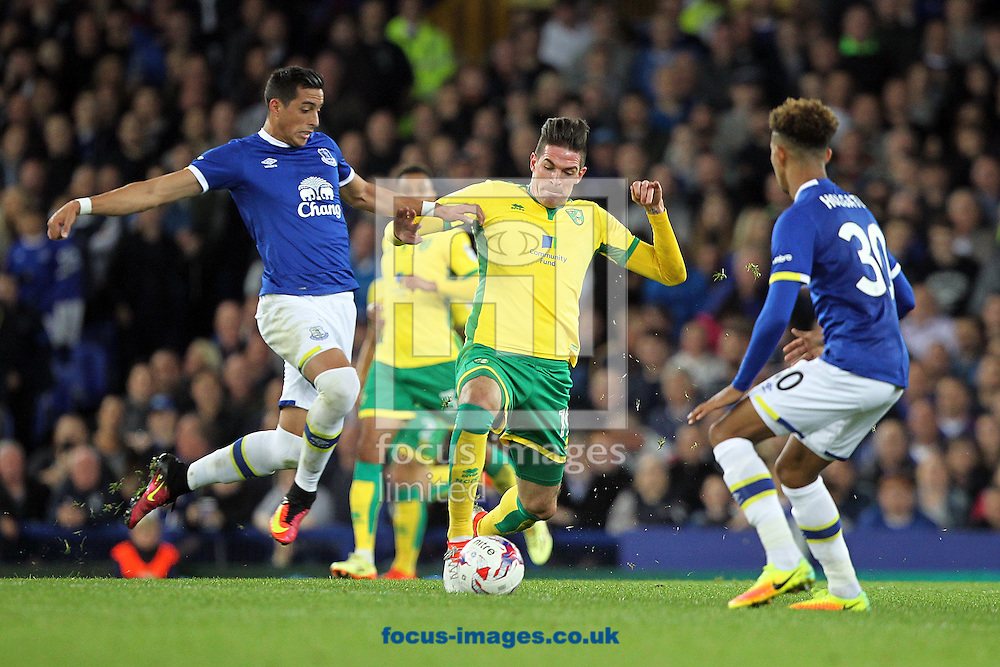 Kyle Lafferty of Norwich and Ramiro Funes Mori of Everton in action during the EFL Cup match at Goodison Park, Liverpool<br /> Picture by Paul Chesterton/Focus Images Ltd +44 7904 640267<br /> 20/09/2016