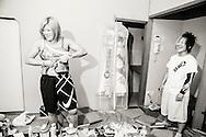 Pensionerade proffswrestlern (professionella fribrottaren) Natsumi Mizushima, mest k&auml;nd med sitt artistnamn Natsuki Taiyo, hj&auml;lper Nanae Takahashi att g&ouml;ra sig redo inf&ouml;r kv&auml;llen match i Hakata, Japan.<br /> <br /> Retired professional wrestler Natsumi Mizushima, better known as Natsuki Taiyo, is helping Nanae Takahashi to get ready for a wrestling match in Hakata, Japan. Nanae Takahashi is a Japanese professional wrestler. She has wrestled for prominent Japanese promotions All Japan Women's Pro-Wrestling and Pro Wrestling Sun, and has held multiple world championships.