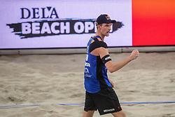 07-01-2018 NED: DELA Beach Open day 5, Den Haag<br /> Alexander Brouwer #1 en Robert Meeuwsen #2 moeten genoegen nemen met de kleine finale. Ze gaan om het brons strijden, want in de halve finale was het Poolse duo Kantor #1/Losiak #2 met 0-2 (14-21, 22-24) te sterk.