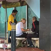 THA/Bangkok/20180722 - Vakantie Thailand 2018, toerist krigt een bekeuring van de Thaise politie