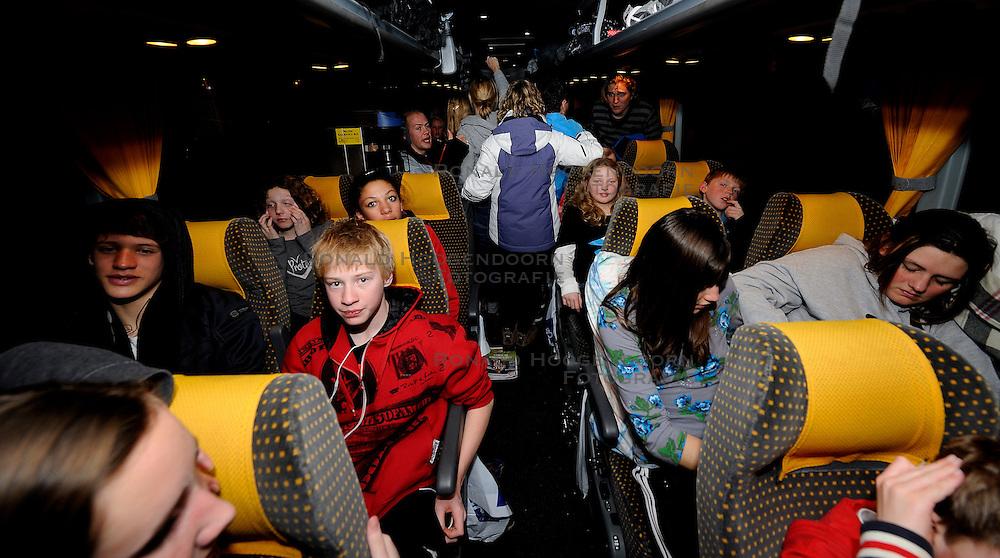 21-01-2011 ALGEMEEN: WINTERSPORTKAMP BVDGF: FLACHAU<br /> Het Wintersportkamp 2011 is een kamp voor 40 kinderen met diabetes type 1 in de leeftijd van 12 t/m 16 jaar  / De laatste avond en dan veilig naar huis met OAD<br /> &copy;2011-WWW.FOTOHOOGENDOORN.NL