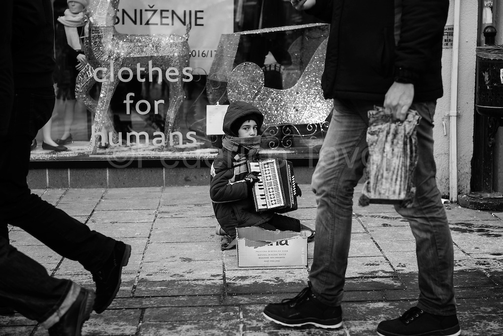 Bosnia is already suffering the effects of an economic crisis, around, however they see, very few beggars, unfortunately also some children, in the  pedestrian area, in the indifference of passers-by.