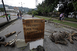 July 27, 2017 - Valencia, Carabobo, Venezuela - Resistance activists made blockades of avenues and freeways  barricades to prevent free vehicular traffic, Te comerce donÂ«t open the doors. In Valencia, Carabobo state, during the second day of the civilian strike against the constituent and  Maduro goverment . Photo: Juan Carlos Hernandez (Credit Image: © Juan Carlos Hernandez via ZUMA Wire)