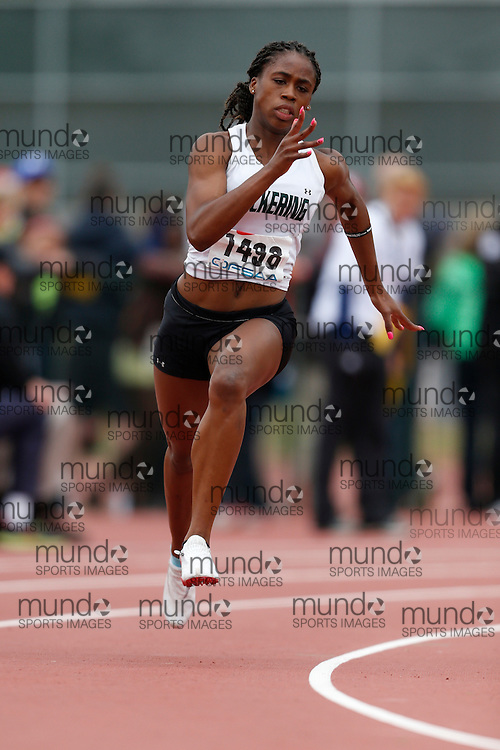 Zanara McIntosh of Pickering HS - Ajax competes in the 200m heats at the 2013 OFSAA Track and Field Championship in Oshawa Ontario, Saturday,  June 8, 2013.<br /> Mundo Sport Images/ Geoff Robins